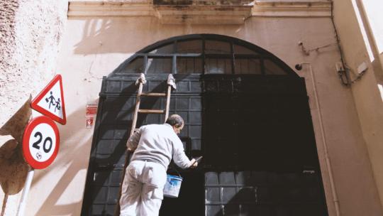 Få en lokal maler til at renovere dit hjem